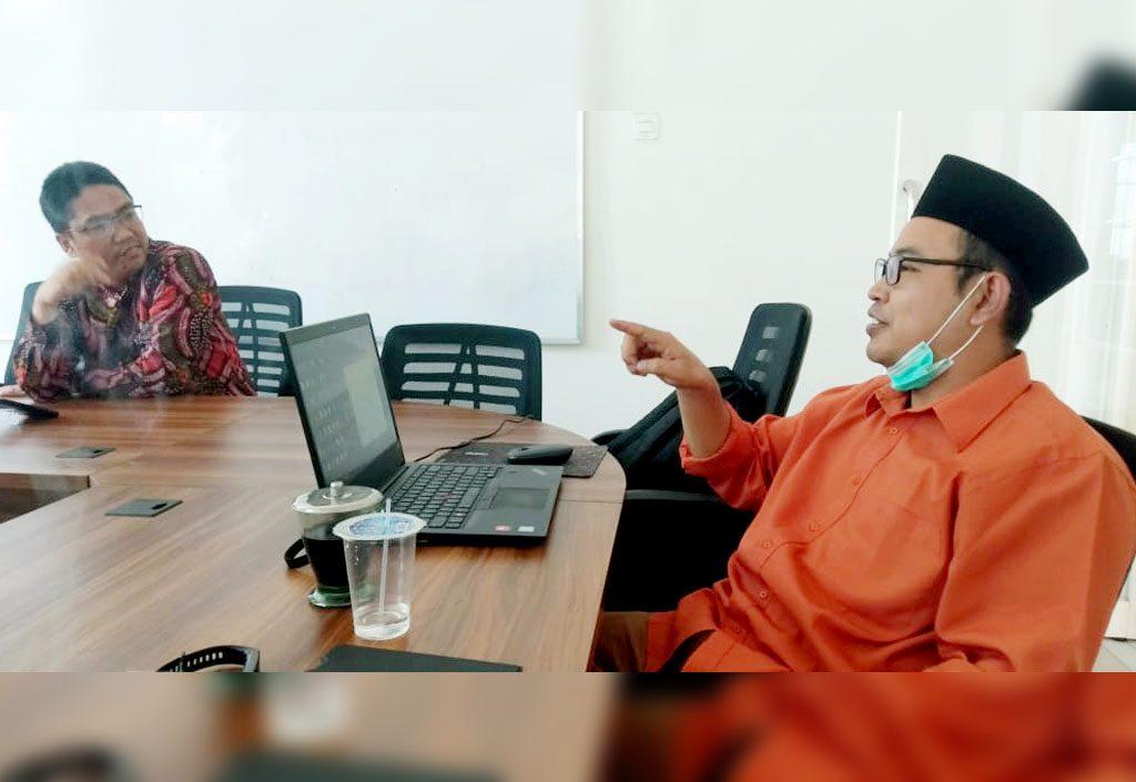 Direktur Pesantren Center bersama Programmer Bambang Riadi