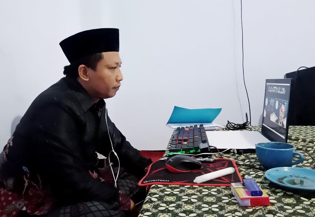 Kyai Abdullah SAM Menjadi Penguji Akademik Promosi Doktor UNAIR Surabaya