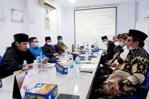 Kiai Abdullah SAM saat Diskusi Tokoh Budayawan di Radar Malang