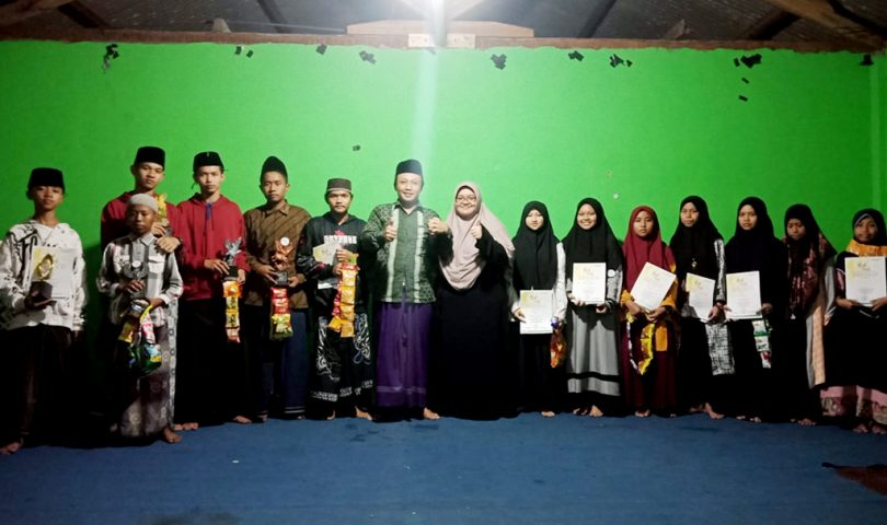 Kyai Abdullah SAM berrsama Juara Porseni 2021 Pesantren Rakyat Al-Amin